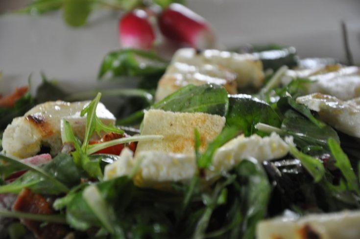 Salat med Bacon, gedeost og radiser
