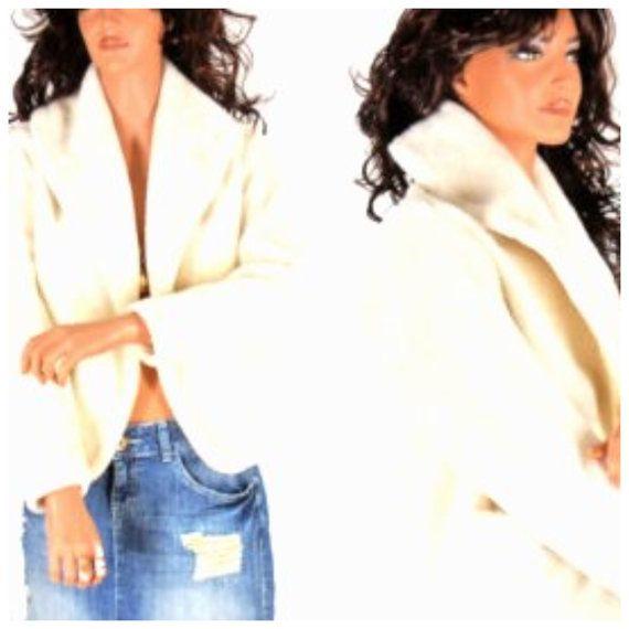 70s vintage white faux fur jacket size S / M  by SunnyBohoVintage