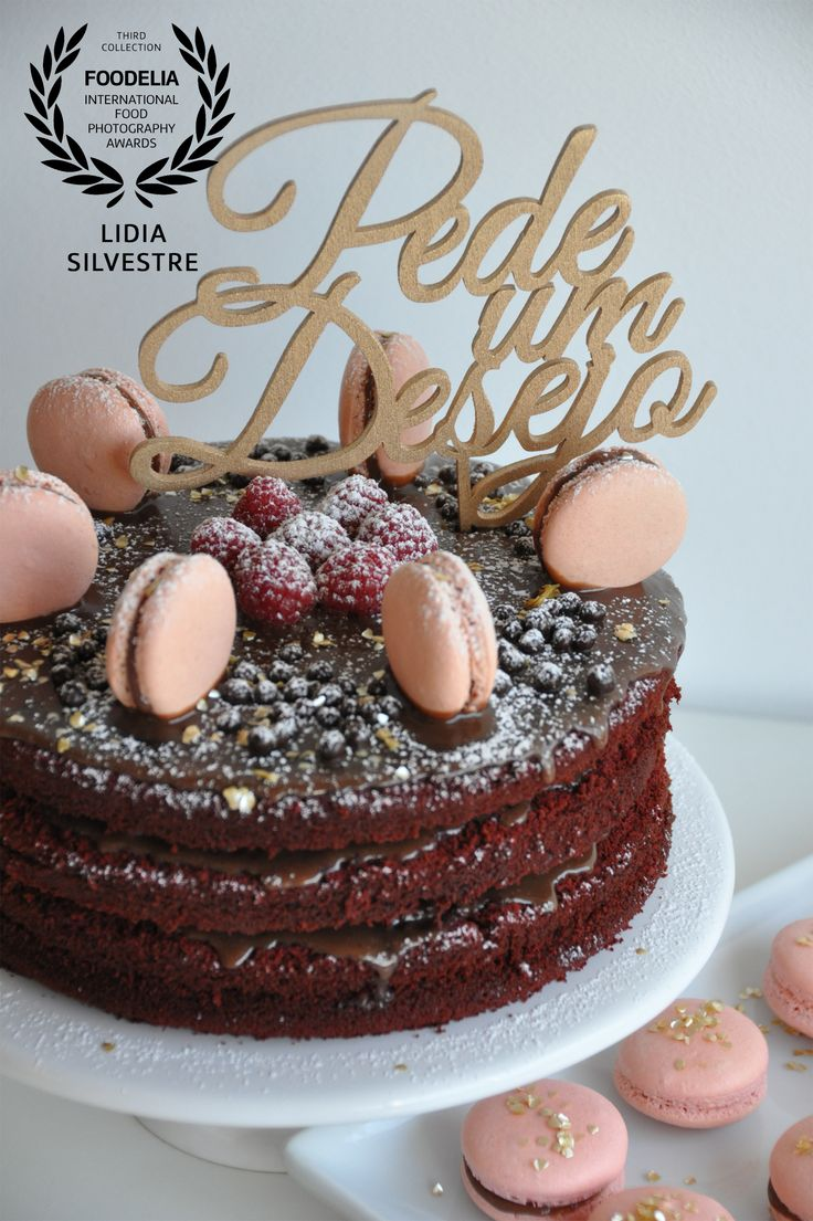 Red velvet and chocolate cake with pink macarons