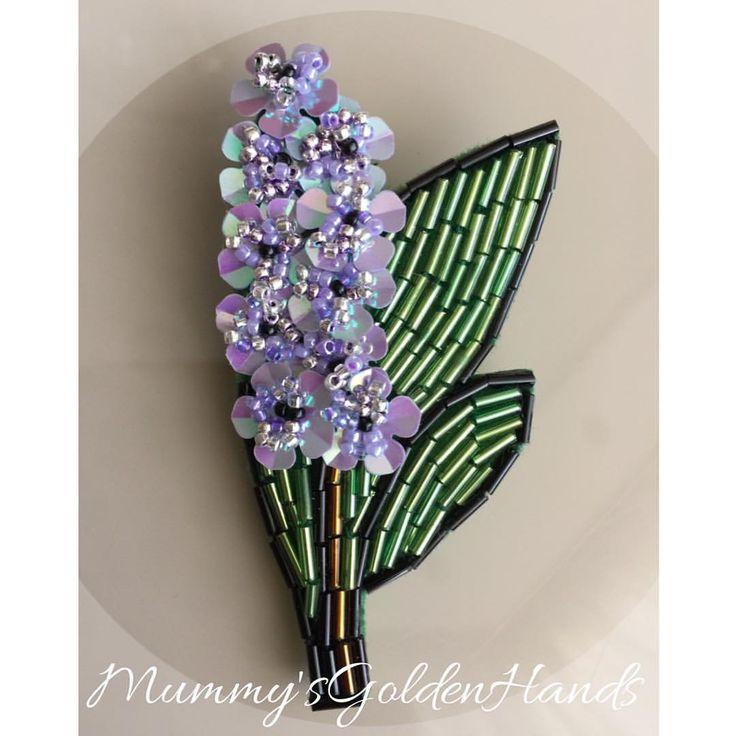 Как прекрасна эта брошь в виде цветка гиацинт ❤️ цветы невероятно переливаются! #брошиназаказ #брошь #броши #брошиекатеринбург #брошиекб #брошиизбисера #брошицветы #брошицветы #подарок #сюрприз #стиль #красота