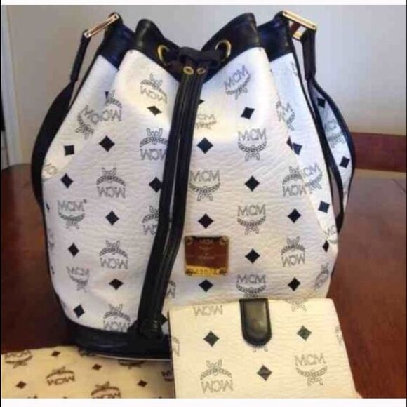 MCM Shoulder Bag Pre-Owned Navy Blue & White comes with matching wallet and Dust Bag. PRICE IS NEGOTIABLE!!!! Make offers by using the OFFER BUTTON MCM Bags Shoulder Bags