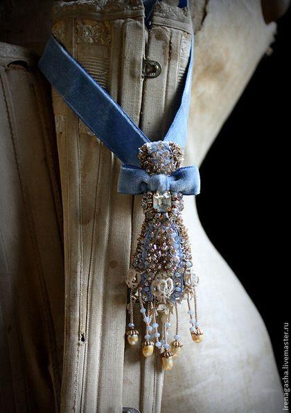 Брошь DB14004 - голубой,золотой,брошь,подвеска,бархотка,вышивка ручная