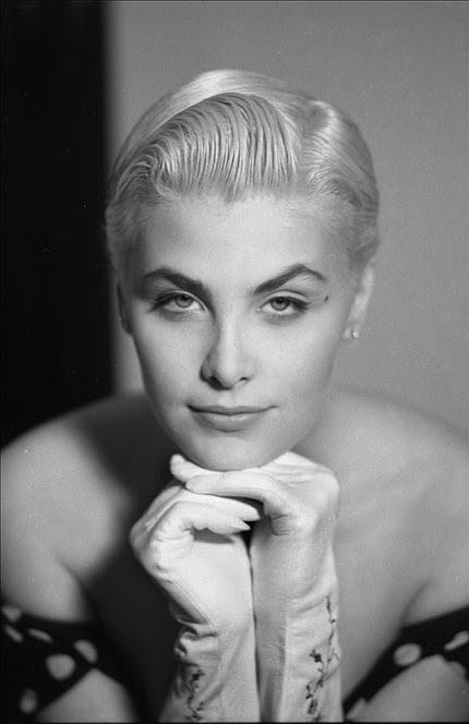 Sherilyn Fenn, short blond hair