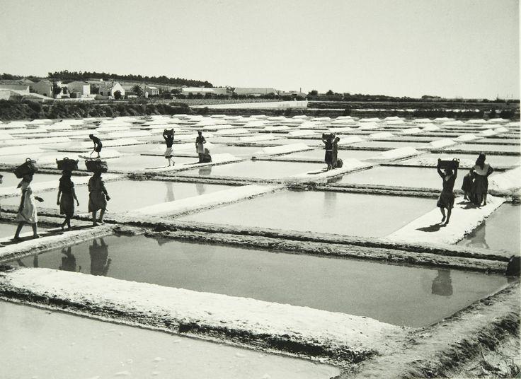 """arturpastor: Seleção de fotografias da exposição """"Motivos do Sul"""". 1946/47, Faro, Évora e Setúbal.   A fotografia mais vista no Tumblr Artur Pastor, em cada mês de 2015. Março de 2015."""
