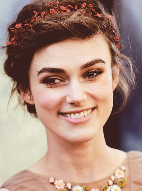 usually can't stand Keira Knightley-but this is beautiful. love the headband!