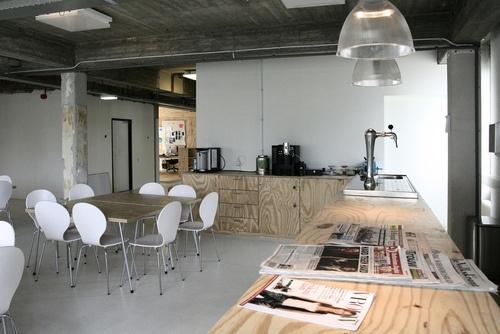 Foto's van Mangrove internetbureau Mangrove in Rotterdam, Nederland | Discover Workplaces! | WOVOX.com: Internetbureau Mangrov, Mangrov Internetbureau, Vans Mangrov, Creative Offices, Foto Vans, Discover Workplace