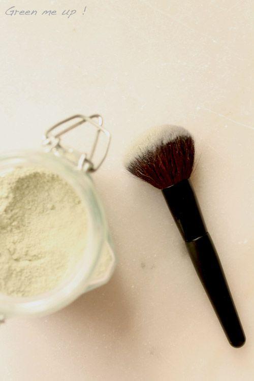 Des soins naturels pour le visage : huile, poudre matifiante, masques, vinaigre...