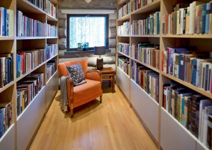 Součástí obývacího pokoje je i Topiho oblíbená knihovna