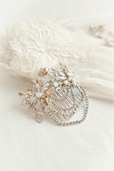 De la nota: Accesorios de novia vintage: Guantes, peinas y pendientes  Leer mas: http://www.hispabodas.com/notas/2477-accesorios-de-novia-vintage-guantes-peinas-y-pendientes:
