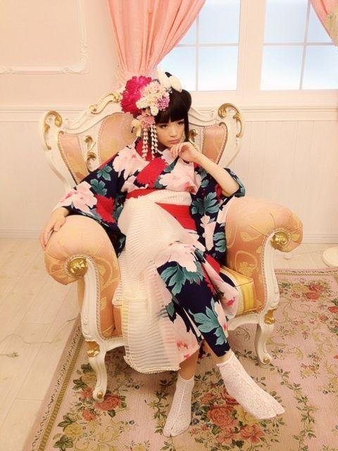 A modern geisha ?