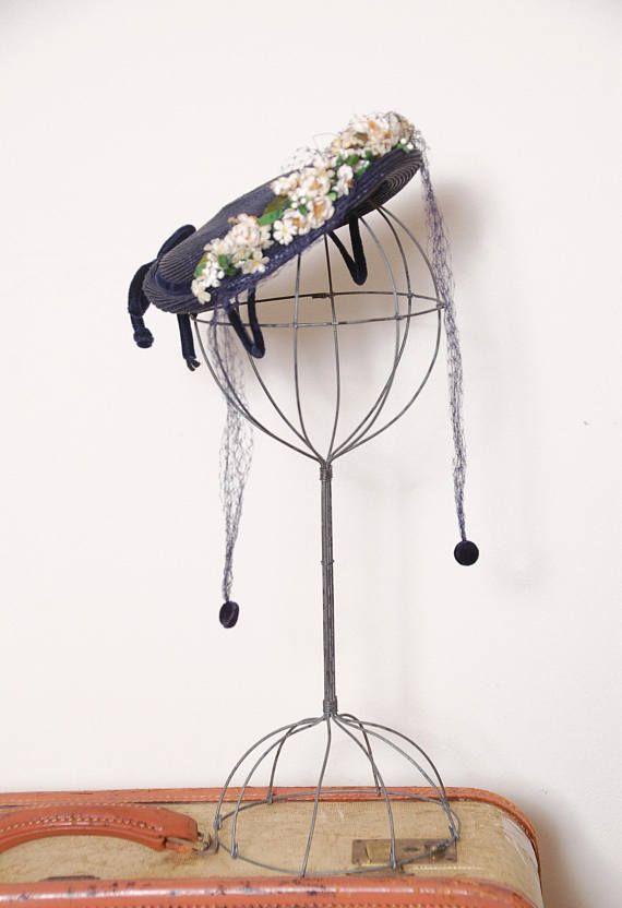 Vintage 40s floral fascinator / blue woven straw hat / veiled