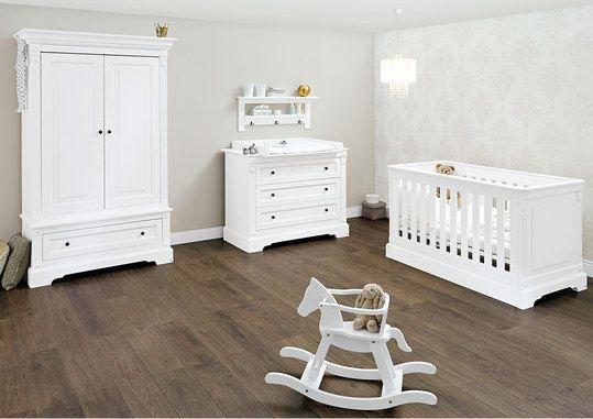 Kinderzimmer-Set im Design Emilia mit Kinderbett, 2-türigem Kleiderschrank und breiter Wickelkommode.
