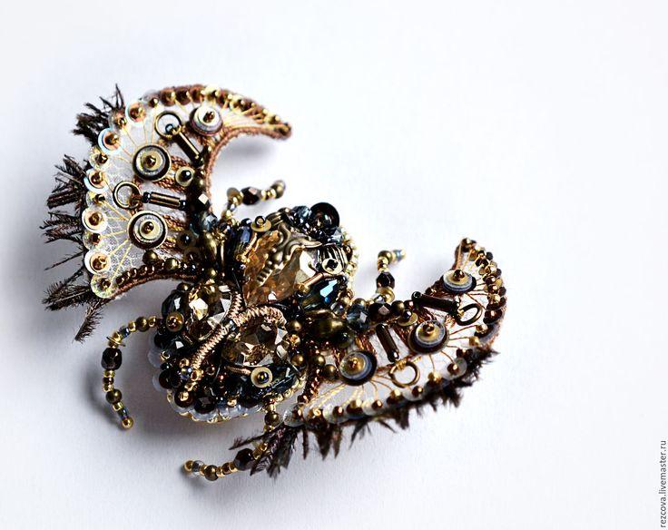 Купить Брошь Жук-скарабей - золотой, украшение насекомые, уникальный подарок, подарок для нее, уникальное украшение