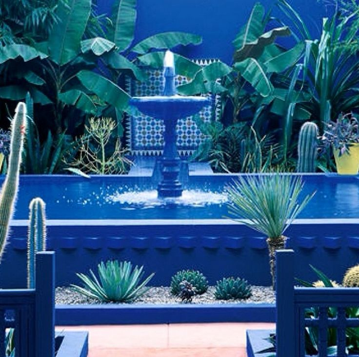 1000 images about walls on pinterest outdoor bohemian for Jardin yves saint laurent maroc