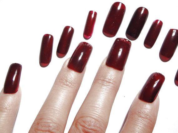 unghie finte rosso borgogna marsala nail art unghie artificiali smalto rosso halloween natale capodanno bordeaux squadrate lasoffittadiste