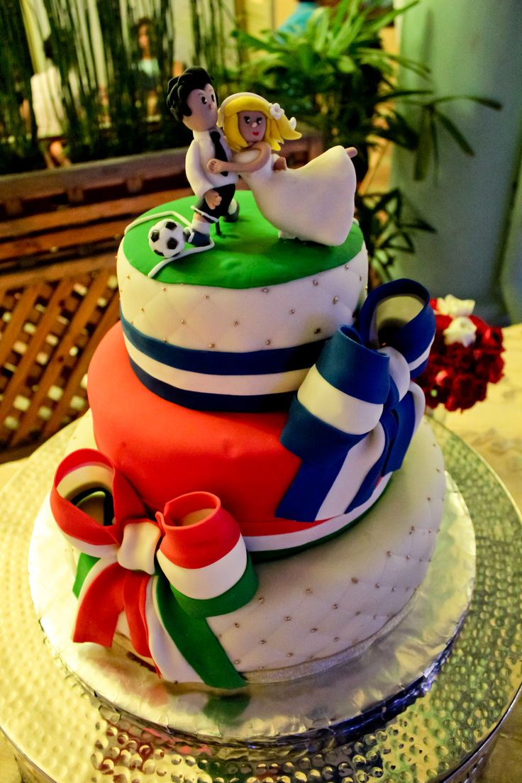 OMG! Grooms cake for me! But with the Argentina flag. I'd die.  Wedding Cake, soccer, football, Italy, El Salvador