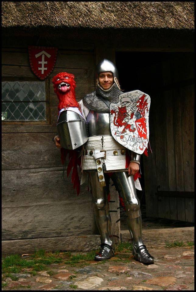 Armadura pesada de caballería tipo siglo XIV (reconstrucción).