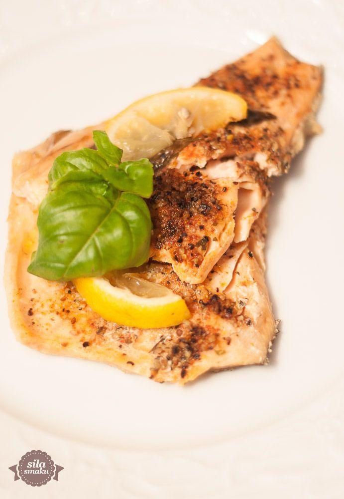 Pieczenie ryby, zamiast jej smażenie, to dla mnie idealny sposób na pozbycie się uciążliwego zapachu, który wydobywa się podczas pr...