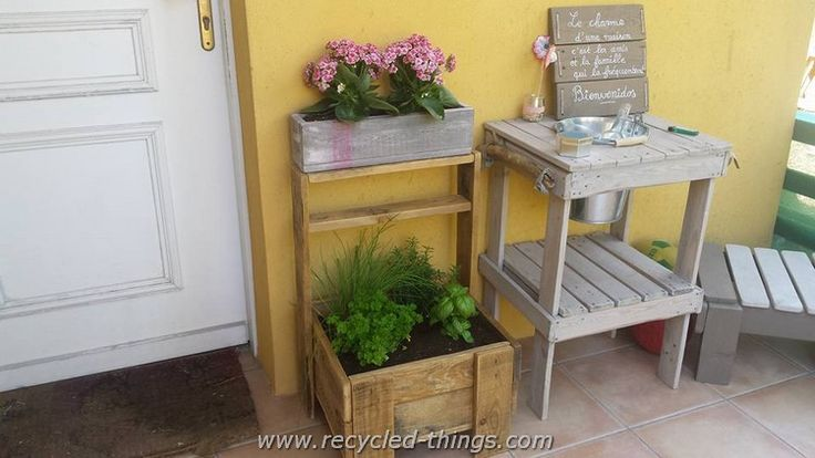 Pallet Planter with Potting Bench