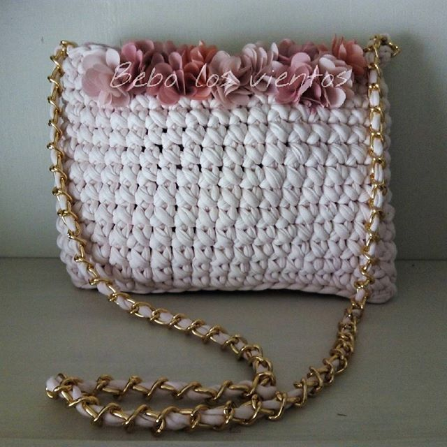 #bag #coolbag #fashionbag #prettybag #preciousbag #fashion #cool #trendy #flowers #flores #romantic #crochet #crochetaddict #crochetbag #crocheting #trapillo #bolsotrapillo #totora #shareyourknits #knit #knitting #bebo_los_vientos