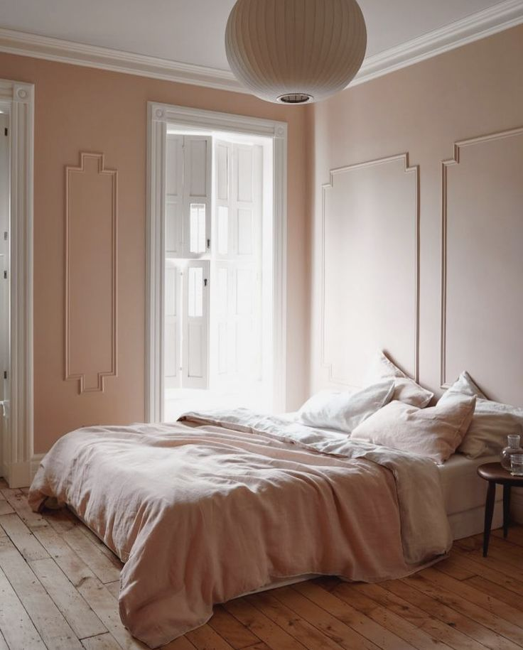 I was 10 last time I painted my bedroom pink but this ridiculously pretty blush is making me want to go pink again 🌸 Blush bedroom of dreams courtesy of Pinterest ✨📸