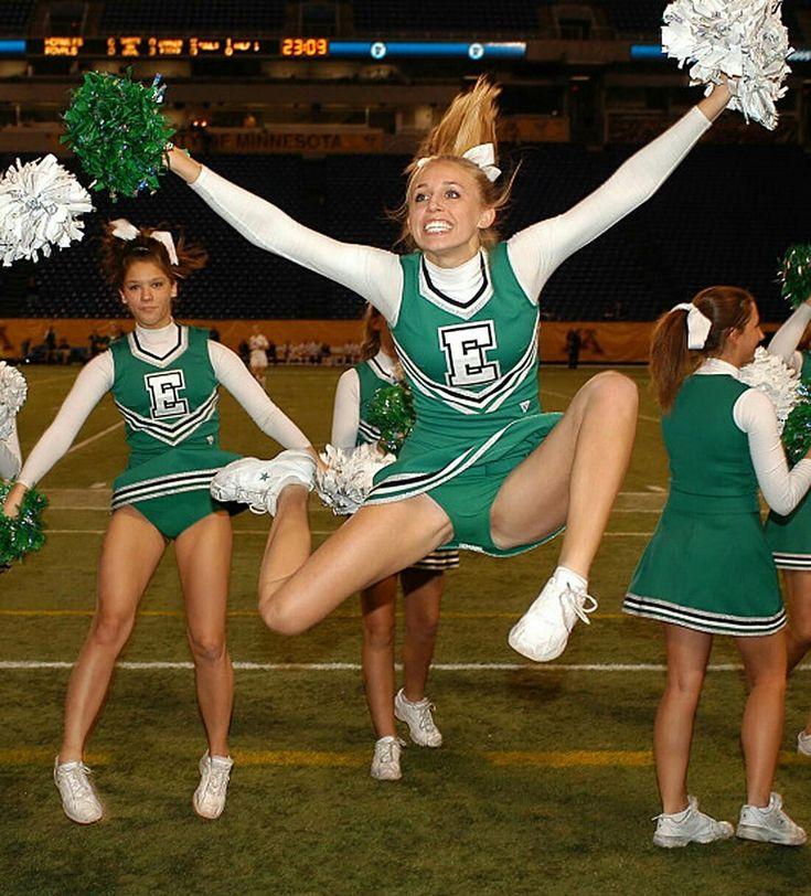 blonde cheerleaderin oops