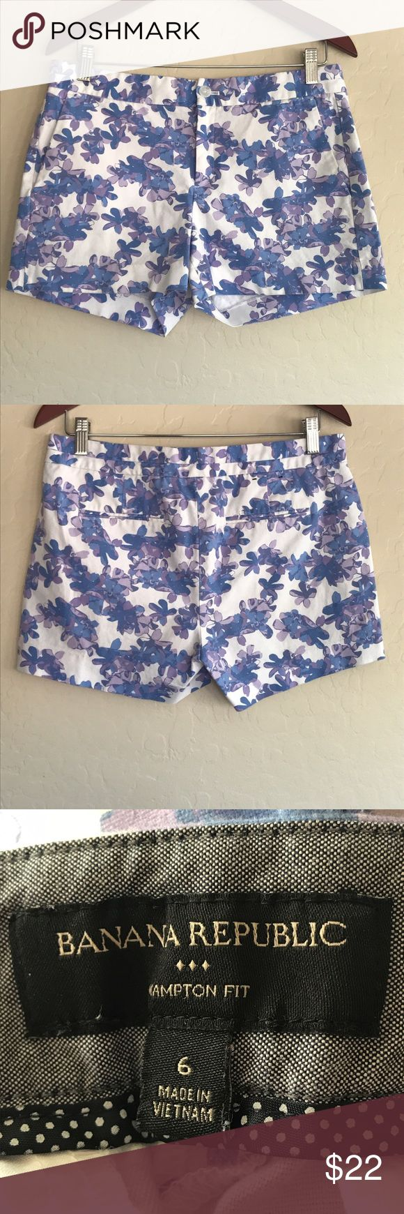 Banana Republic Floral Hampton fit shorts In EUC Banana Republic floral shorts. No stains or flaws. Perfect for summer Banana Republic Shorts