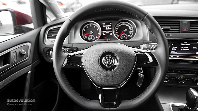 VOLKSWAGEN Golf 7 steering wheel