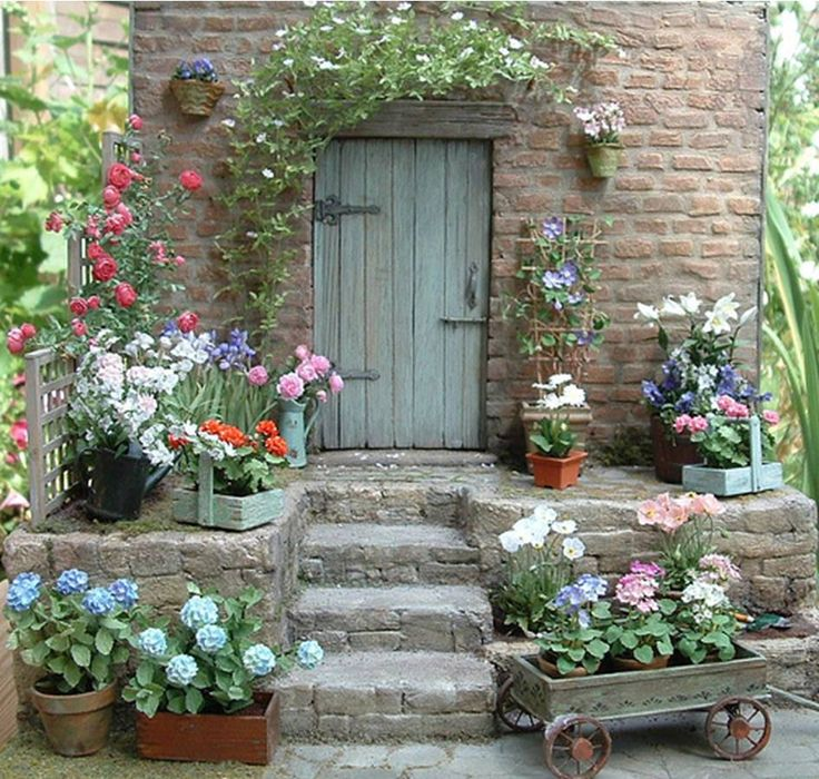 Dollhouse Miniatures : Pascale Garnier miniature flower kits, beautiful - also love the door. Share, Repin, Comment - Thanks!
