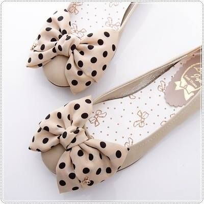 Lovely beige #shoes with bow