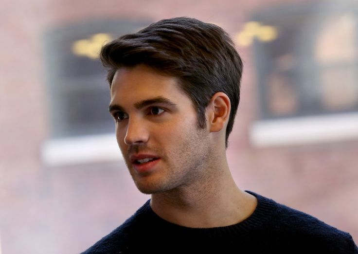"What started as a request for ""Chicago Fire"" newcomer Steven R. McQueen to appear at the Bank of America Chicago Marathon last month, to take part in an interview, ended up with McQueen opting to run the 26.2-mile race. The former ""Vampire Diaries"" actor and grandson of late movie star Steve McQueen finished with a time of 4:16:39, despite having trained for only one week."