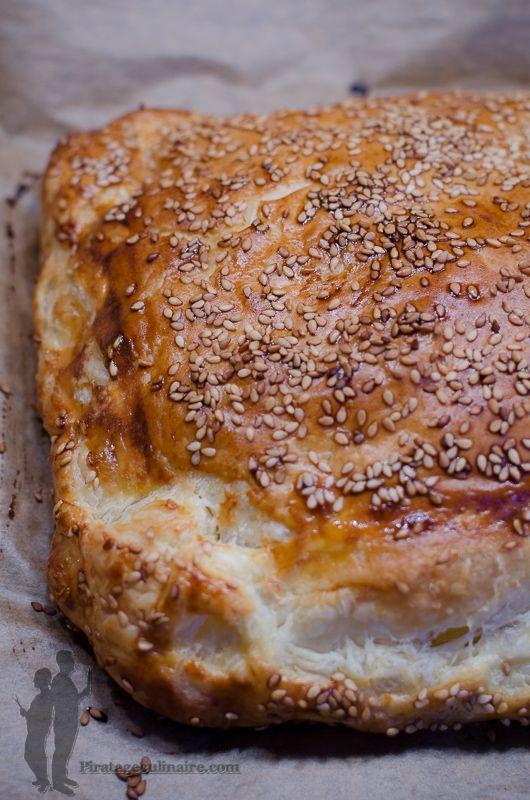 Toujours à la recherche de recettes faciles et rapides, aujourd'hui, je vous propose de réaliser : un feuilleté au thon et au Comté, à dég...