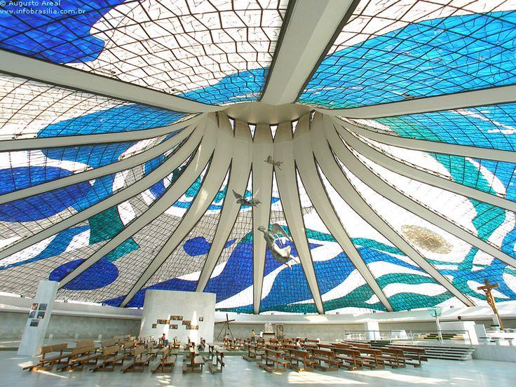 Clásicos de Arquitectura: Catedral de Brasilia / Oscar Niemeyer