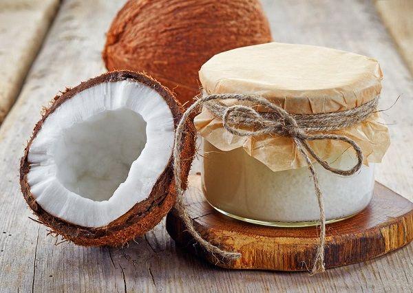 Prodotti biologici– Addio dentifricio, balsamo, struccante, burrocacao,deodorante, c'è l'olio di cocco! L'olio di cocco si ottiene per pressione dall'endosperma del frutto di cocco Cocos nucifera. L'olio si presenta in forma solida e si fonde a 24- 25° C, contiene 80- 85% di gliceridi saturi, principalmnete acido laurico e miristico. L'alta proporzione di gliceridi di acidiContinua a Leggere...