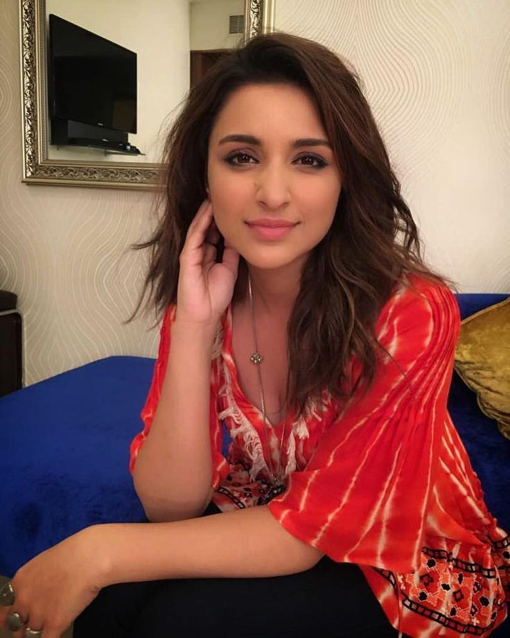 """3,423 Likes, 18 Comments - Parineeti Chopra FC (@parineetichoprateam) on Instagram: """"The close ups on this promotion has been slaying my life! look at this gorgeous lady  props to…"""""""