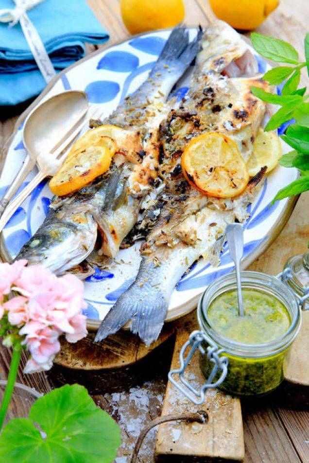 Grillad fisk är inte att underskatta med denna goda och kryddiga sås.