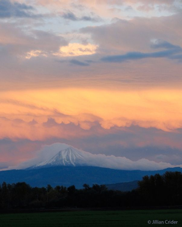 Mt McLoughlin (again) - sunset. Rogue Valley, southern Oregon. I have some truly wonderful ones from this night. It was magical. Photo: Jillian Crider - artistjillian - DreamyPapers
