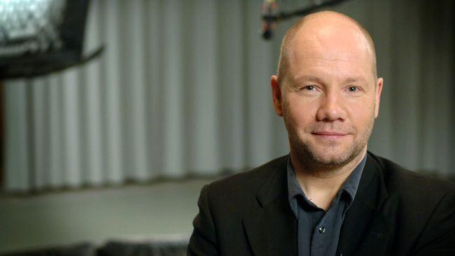 Peter Englund är filosofie doktor och docent i historia.