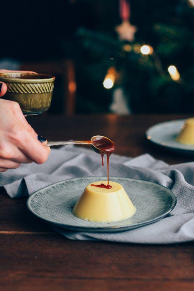 Panna cotta s vaječným likérom, slaným karamelom a škoricovými mandľami | The…