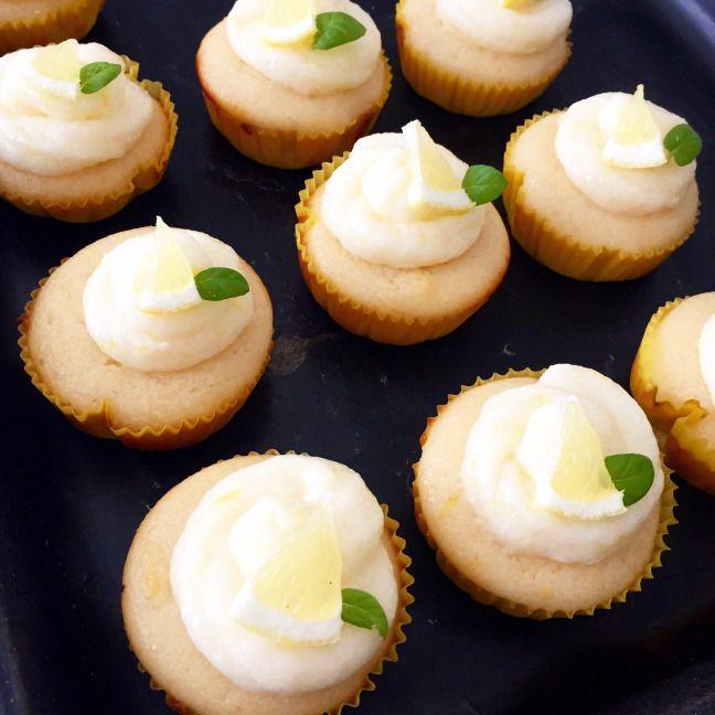 Citrónové cupcakes s citrónovou polevou • Lemon cupcakes with lemon cream frosting
