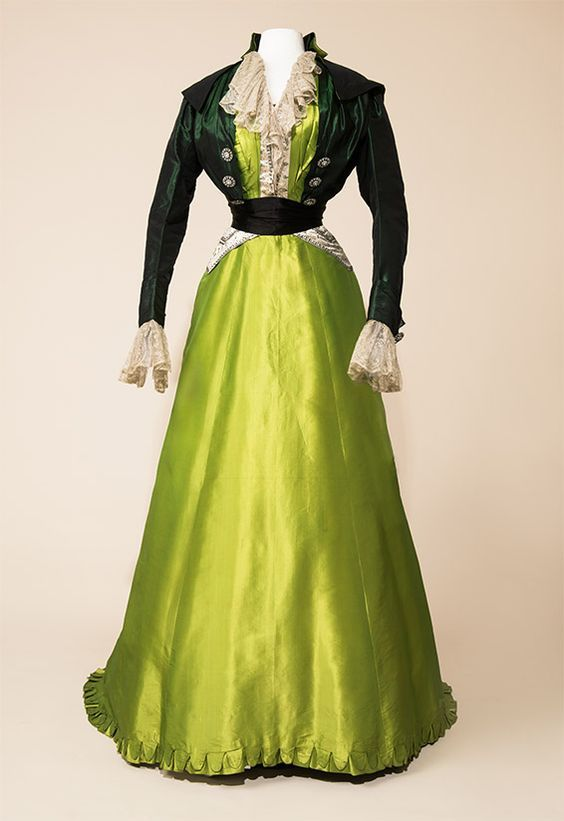 Afternoon ensemble, c.1904-07
