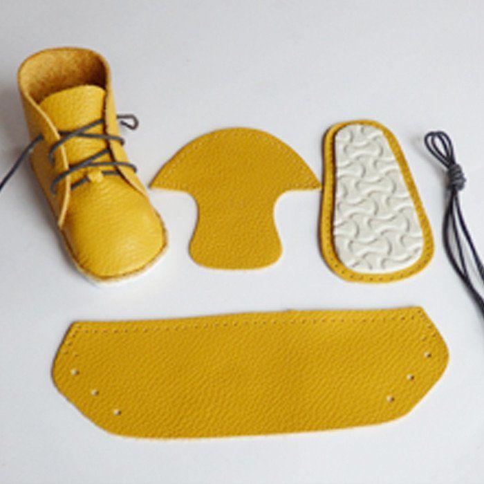 Hermosos zapatos realizados en goma eva, fieltro, cuero, estambre tejido, tela, etc.  Sencillos de hacer siguiendo las fotografías.    ZAPAT...