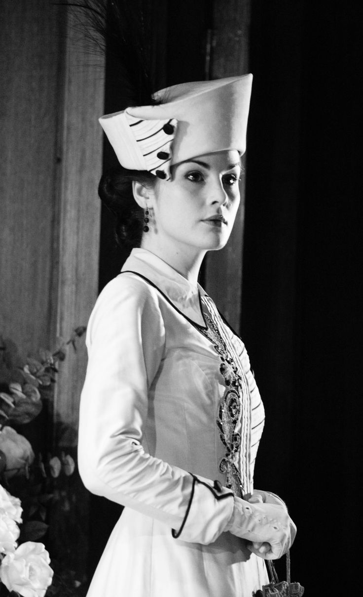 The elegant Lady Mary | More Downton Abbey photos here:  http://mylusciouslife.com/historical-style-downton-abbey-photos/