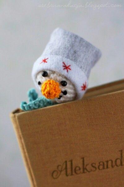 Little crochet snowman - perfect winter bookmark