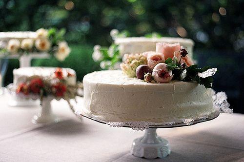 Cake Buffet: Layered Cakes, Cakes Flower, Simple Cakes, Cakes Plates, Flower Cakes, Cakes Toppers, Cakes Decor, Wedding Cakes, Fresh Flower