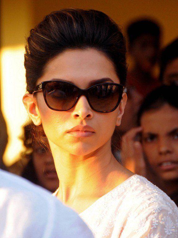 Deepika Padukone at Banganga crematorium for Bobby Chawla's funeral. #Bollywood