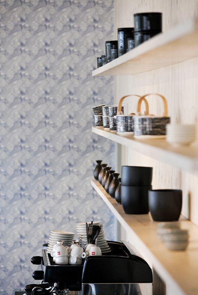 Love these black and white Siirtolapuutarha tea pots and cups by Marimekko.