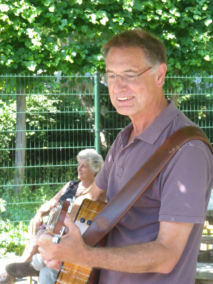 De groep minstrelen groeit bij de Amsta (vrijwilligers die een gratis optreden of concert verzorgen) Maak jij muziek samen of alleen en wil je dit delen met mensen in het verpleeghuis neem dan even contact op met l.kuipers@amsta.nl