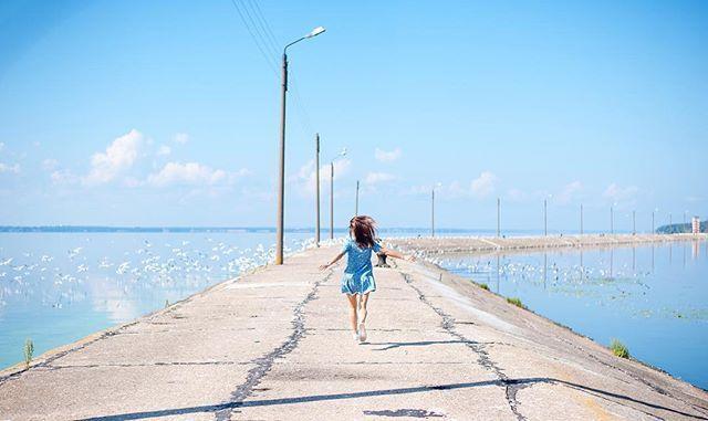 Ну как чаек-то не погонять 😄 . Фотограф: @oksanafoto . #nn#nizhniynovgorod#mood#morning#goodmorning#girl#beautiful#dress#lighthouse#sea#river#sky#clouds#nature#seagull#нн#нижнийновгород#настроение#утро#доброеутро#девушка#красивая#платье#маяк#море#река#небо#облака#природа#чайка