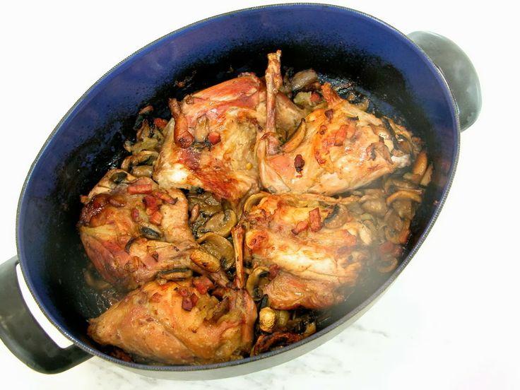 Pečený králík na česneku a žampionech